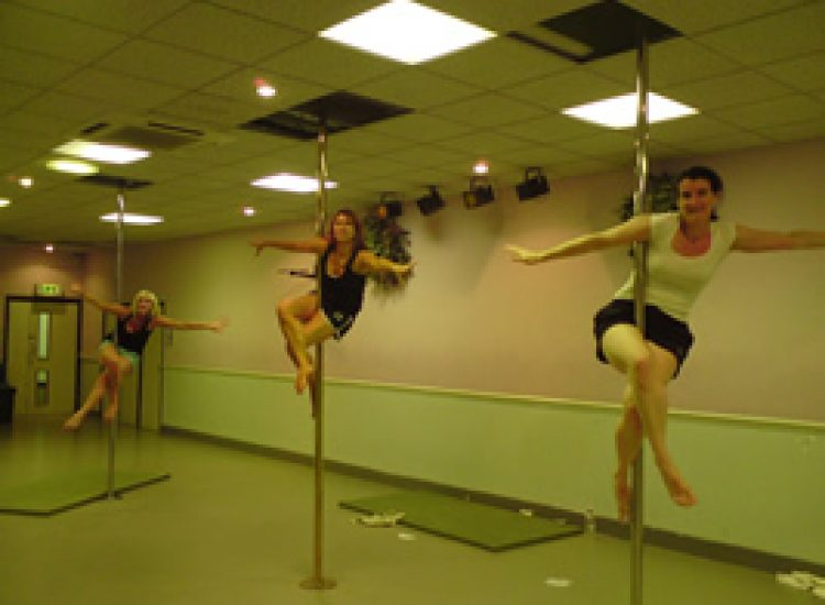 poledancing-classes-polegroove-action3